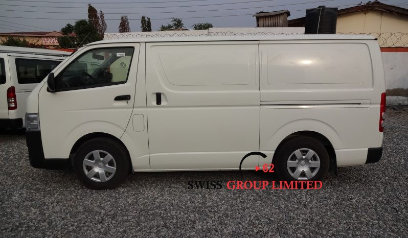 Toyota Hiace Van STD Roof full
