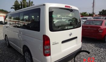 Toyota Hiace Bus STD Roof full