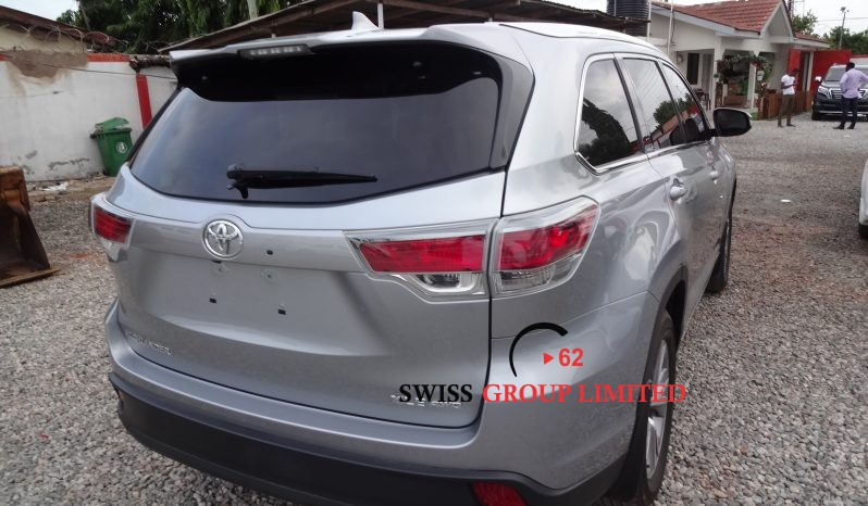 Toyota Highlander XLE AWD full