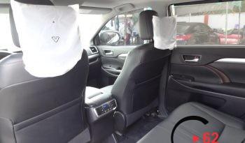 Toyota Highlander XLE AWD full