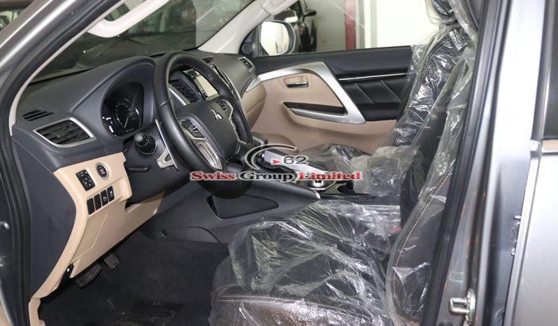 Mitsubishi Montero Sports gray full
