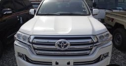Toyota Land Cruiser V8 White