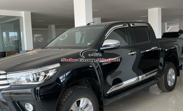 Toyota Hilux Pickup(Raider) full