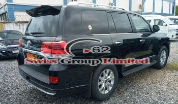 TOYOTA LAND CRUISER V8 (GXR) full